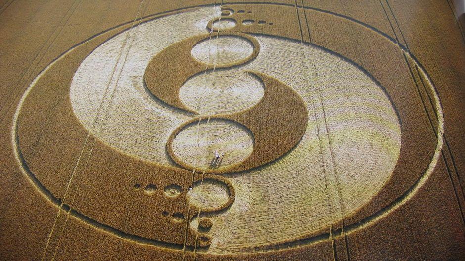7033818-crop-circles